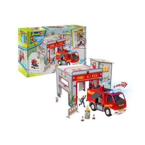 REVELL JUNIOR KIT Playset Fire Truck & Fire Station